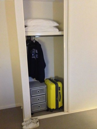 Arcadian Bed and Breakfast: Wardrobe to hang clothes & luggage storage.
