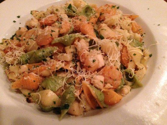 Il Granaio: Pettini e Gamberetti-Bay scallops and baby shrimp sauteed w roasted cauliflower in white wine sa