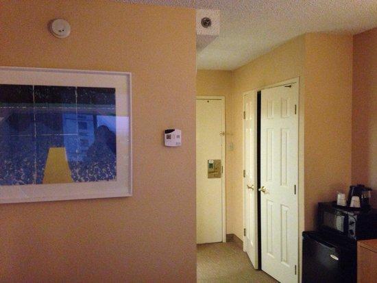 La Quinta Inn & Suites LAX : Microwave, fridge, and coffee maker in room!