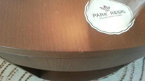 Park Regis Kris Kin Hotel: muebles picados