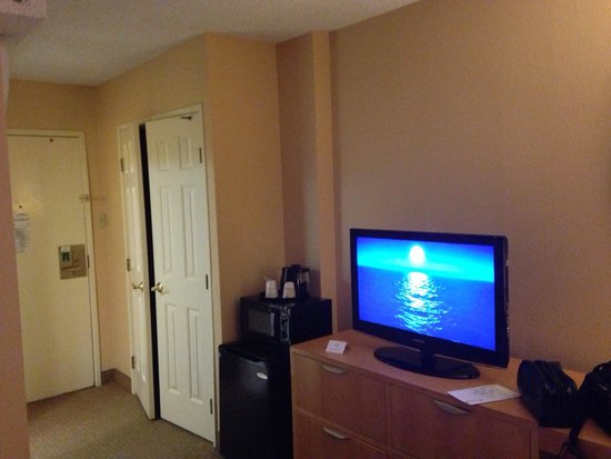 La Quinta By Wyndham Lax Tv Worked Wonderfully And Is Equipped With Plug N