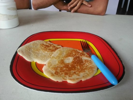 Panama Hostel by Luis: complimentary breakfast (pancakes and syrup)