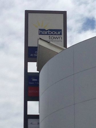Watertown Brand Outlet Centre: HarbourTown Perth Shopping Centre.