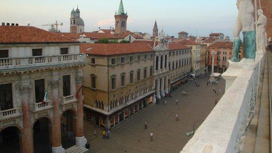 Vista di Piazza dei Signori dalla terrazza - Picture of Basilica ...