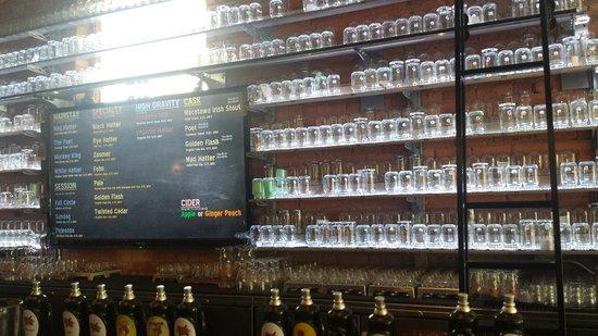 New Holland Brewing Company : Bar