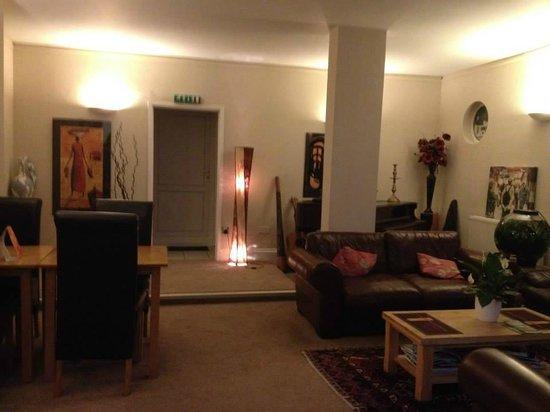 The Waterwheel Inn: Lounge area