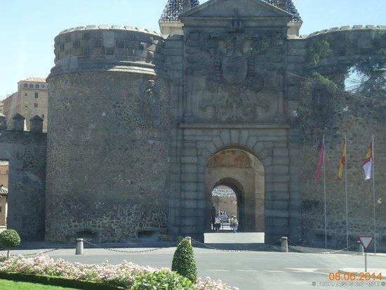 Puerta de Alfonso VI: Toledo, España.