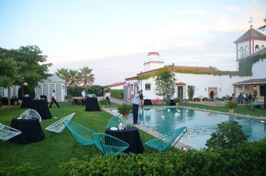 Yard picture of hacienda de oran utrera tripadvisor for Jardin oran 2015