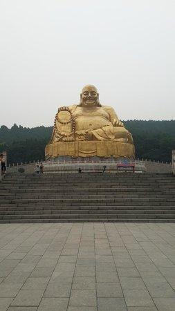 Thousand-buddha Cliff Statues: The buddha