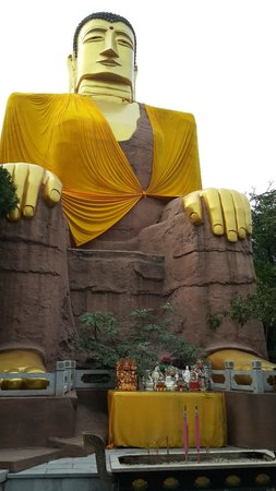 Thousand-buddha Cliff Statues: Another statue