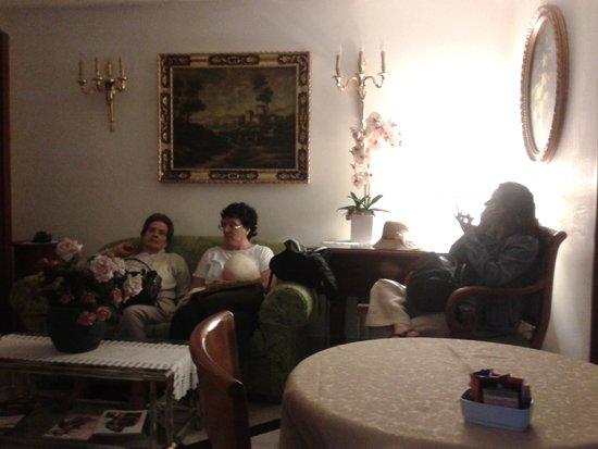 Amalfi Hotel: Salita de Espera