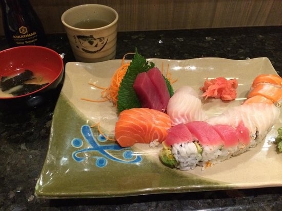 Sushi On Bloor: Sashimi appetiser and rainbow roll