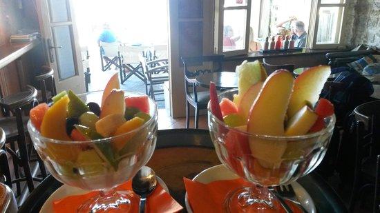 Meltemi Cafe: special fruitsalat of meltemi!!!