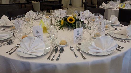 Resto les marots : dressage table ronde