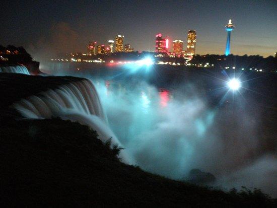 Sheraton At The Falls: Espectaculo cataratas de noche