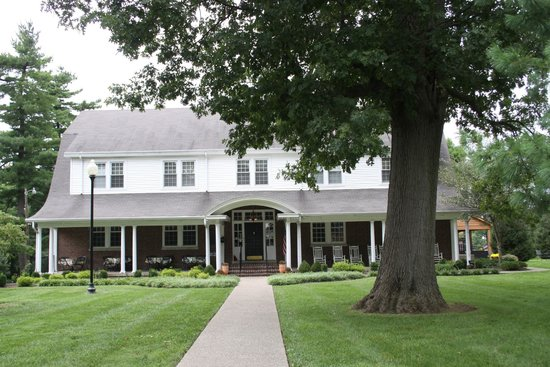 The Woodford Inn: Southern beauty