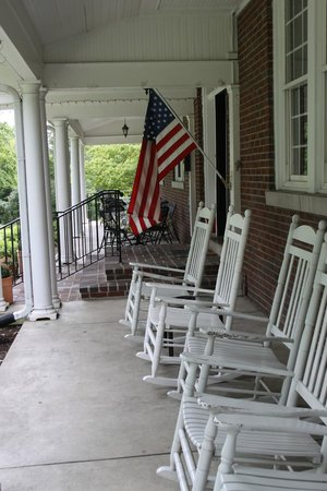 The Woodford Inn: What a porch!