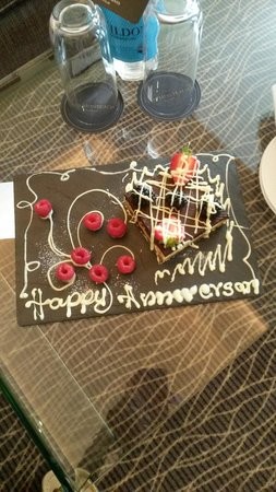 The Montcalm London Marble Arch : Surprise Anniversary Cake