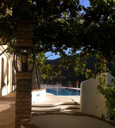 Complejo Turistico Rural La Garganta : de la terrasse vers la piscine