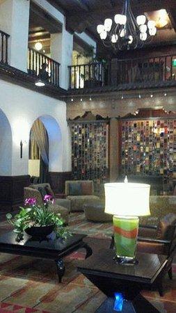 Hotel Andaluz : Lobby - warm & inviting