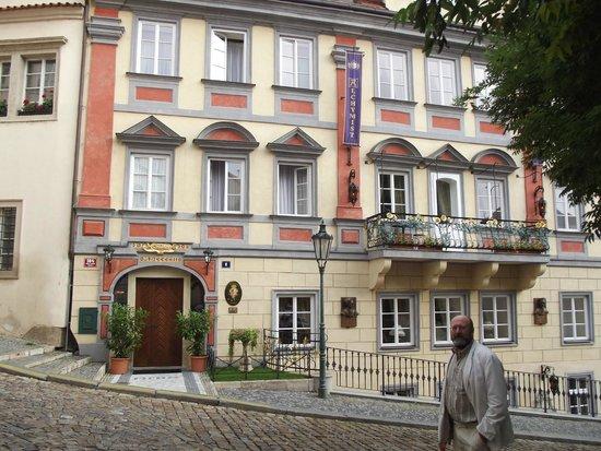 Alchymist Prague Castle Suites: Hotel front