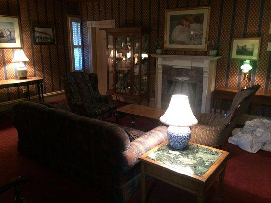 Hotel St. Helena: Common sitting upstairs