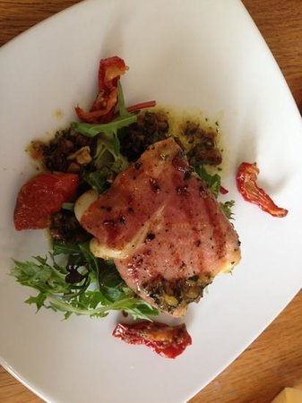 SeaDrift Kitchen Cafe: Mozarella wrapped in bacon with pesto dressing and sundried tomatoes, starter! So tasty!
