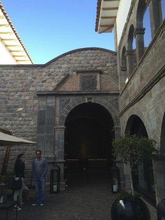 JW Marriott El Convento Cusco: Hotel Entrance