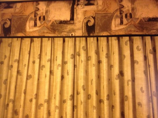 Edward Hotel & Conference Center: Curtains, different decoration :-0