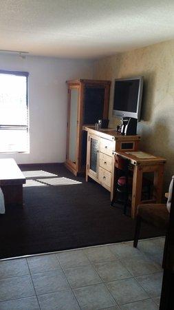 968 Park Hotel: Room