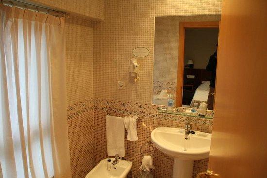 Hotel Mirador de Belvis: Bathroom