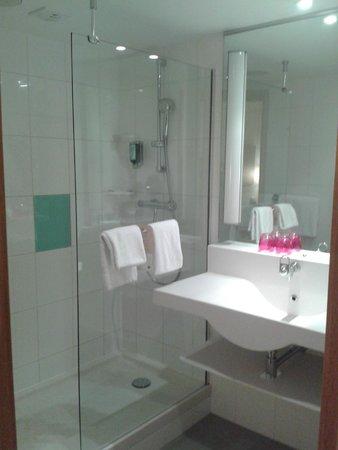 Novotel Muenchen Airport: Shower room