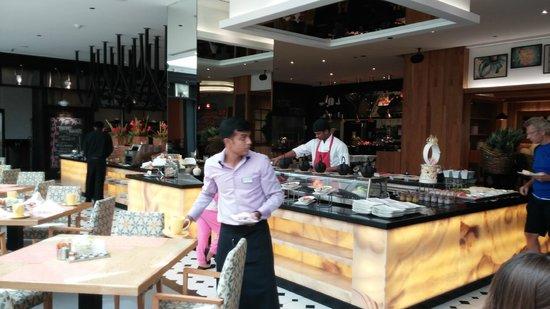 Movenpick Hotel Jumeirah Beach : desayunador