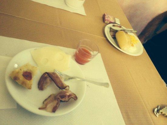 Hotel Plaza: Piccola parte della vasta e nutrita colazione...mai mangiato una colazione del genere in nessun