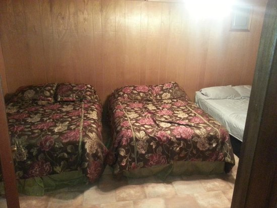 Blackburns Resort: 2nd bed room is packed with sleeping room!