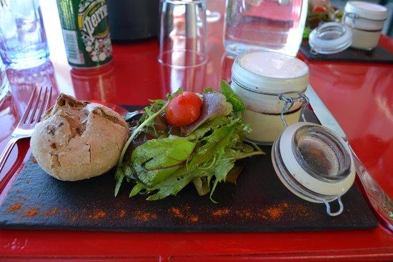 LE BOSSENS : foie gras, réduction au porto et espuma de parmesan
