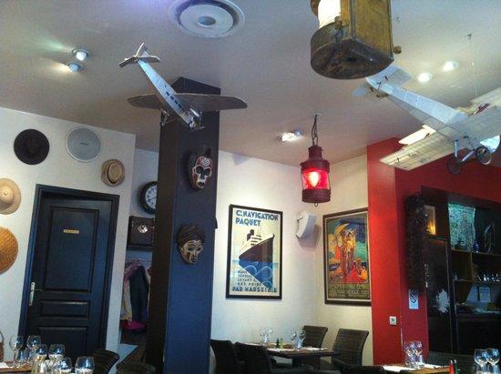 Bouillon des Colonies: Colonial decor is cody