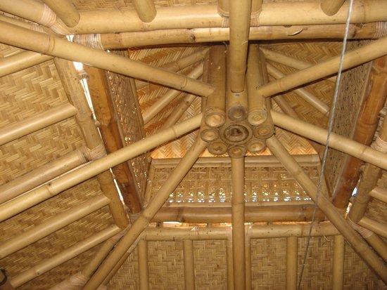 l 39 int rieur de la cabane bambou photo de le mas escombelle barjac tripadvisor. Black Bedroom Furniture Sets. Home Design Ideas