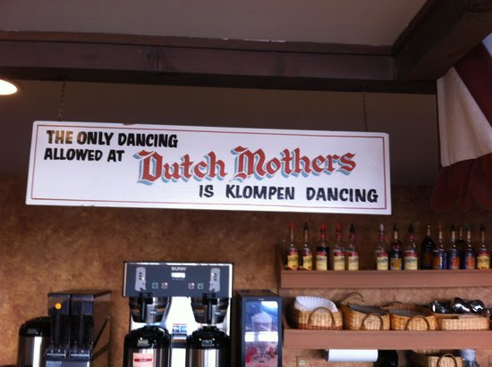 Dutch Mothers Family Restaurant: Entrance