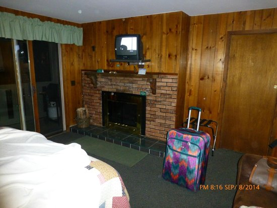 Inn on Fall River: fireplace in room