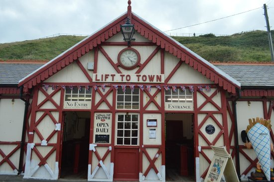 Saltburn Cliff Lift: lift from the prom