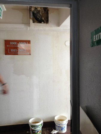 Fortuna City: 10th floor corridor leaking ceiling