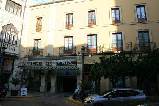 AC Hotel Almeria : Hotel entrance