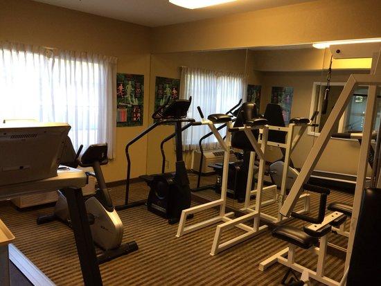 Comfort Inn & Suites Sacramento University Area: Weight room