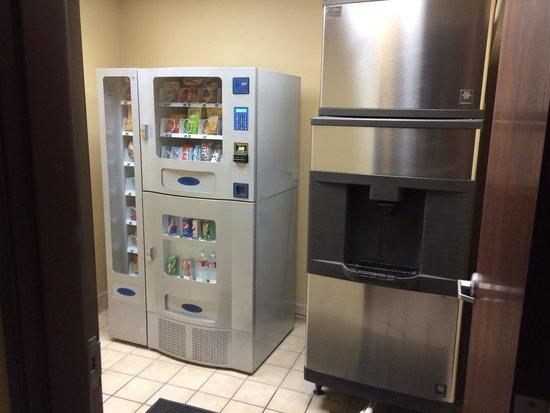 Comfort Inn & Suites Sacramento University Area: Snacks