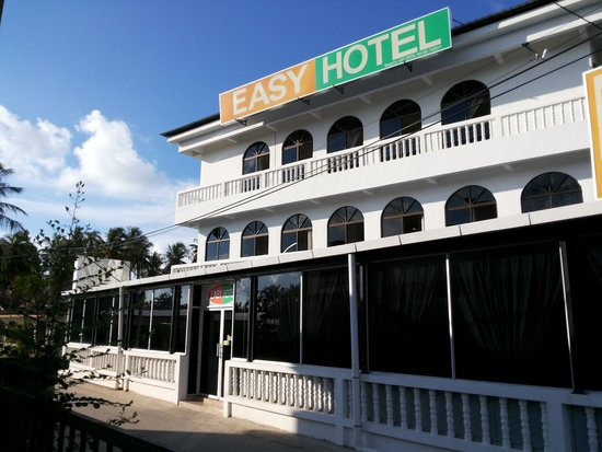 Easy Crystal Hotel: out side look