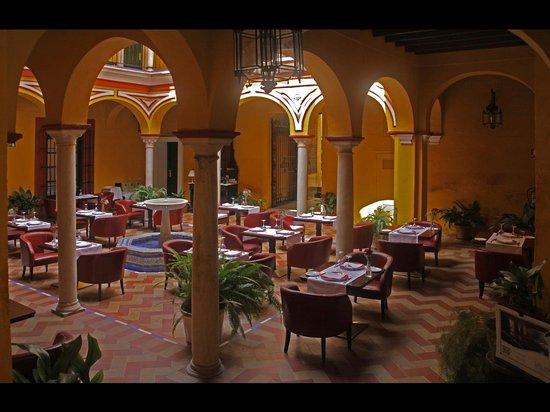 Las Casas de la Juderia: BREAKFAST DINING AREA
