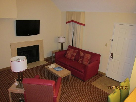Residence Inn St. Petersburg Clearwater: view of living room from upstairs bedroom/loft area