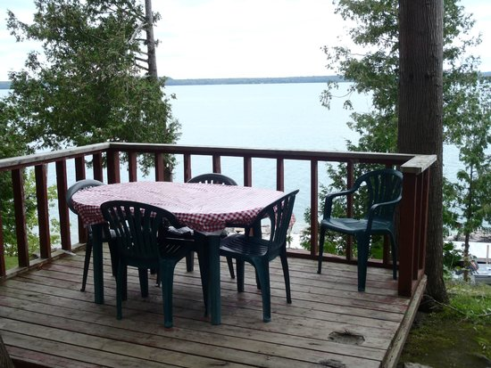 Mindemoya Court Cottages & Campground: Deck