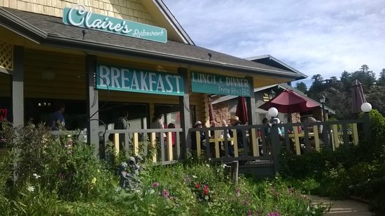 Claire's on the Park: Breakfast on the deck w/their own garden in front